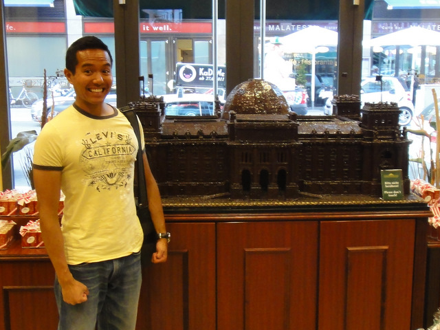 I found a chocolate Reichstag at Gendarmenmarkt!